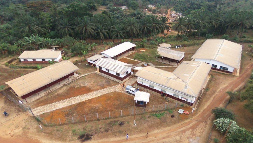 Kleinspital während der Trockenzeit